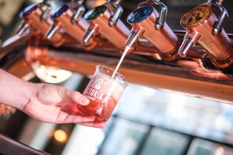 Cruzcampo presenta Fugaz, una cerveza 'inspirada en el Universo'